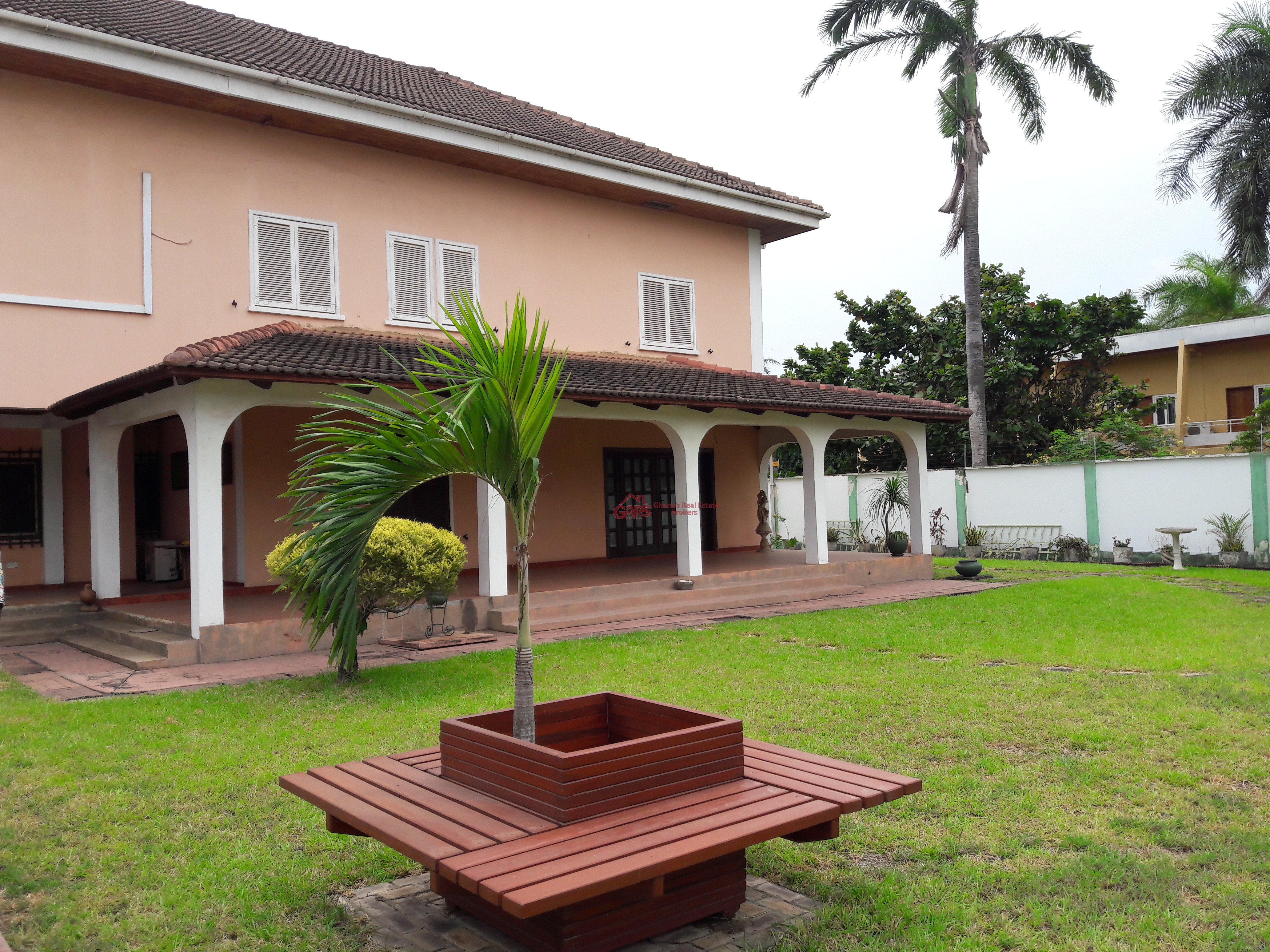 a huge 4 bedroom house for sale in cantonments  gaps